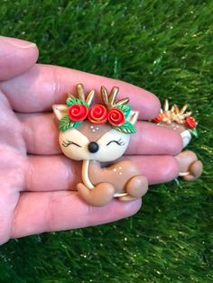 Clays for bows, Christmas clay dolls, deer clay dolls, clay bow center, clays Crea Fimo, Fimo Clay, Polymer Clay Projects, Clay Crafts, Clay Christmas Decorations, Polymer Clay Christmas, Polymer Clay Ornaments, Polymer Clay Charms, Halloween Crafts For Kids