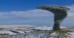 esculturas de aço - The Singing Ringing Tree é uma escultura em tubos de aço galvanizado instalada na montanha de Pennine, próxima de Burnley, Lacanshire, Inglaterra.