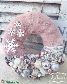 Christmas Advent Wreath, Christmas Mesh Wreaths, Noel Christmas, Rustic Christmas, Christmas Crafts, Natural Christmas, Victorian Christmas Decorations, Xmas Decorations, Christmas Makes