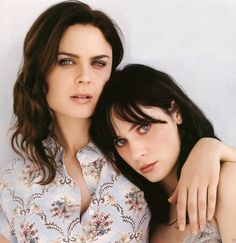 zooey-deschanel-emily-deschanel. There's so much beauty in this picture.....