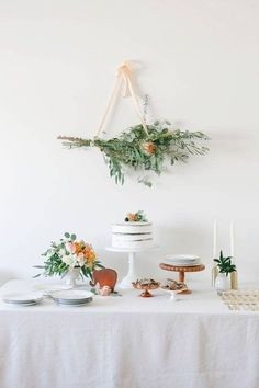 22 Adorable Spring Baby Shower Themes via Brit + Co Boho Baby Shower, Baby Shower Simple, Fiesta Baby Shower, Girl Shower, Classy Baby Shower, Baby Shower Flowers, Modern Baby Showers, Baby Shower Table Set Up, White Bridal Shower