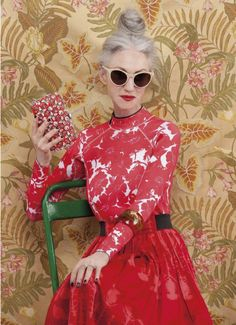When I'm in my I wanna be like Linda Rodin. I wanna be Linda Rodin. The former stylist and founder of Rodin skincare radiates distinctive, chic elegance. Her silver hair is almost always effortlessly… Fashion Moda, Fashion Over, Womens Fashion, Style Fashion, Style Funky, My Style, Advanced Style, Advanced Beauty, Mature Fashion