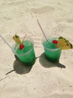 Aruba Breeze Drinks on the Beach