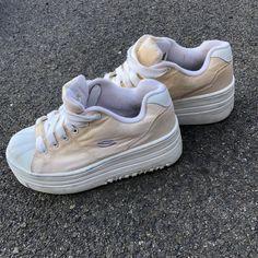 40696b702283 Vintage Skechers Platform Shell Toe Sneakers Size women 6 - Depop Skechers