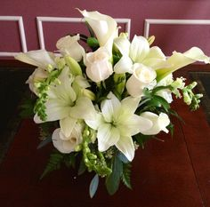 White calla, lily and roses arrangement