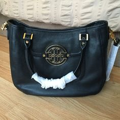 NEW Tory Burch Amanda Classic Hobo in Black GORGEOUS brand new Amanda Classic Hobo by Tory Burch. Black leather and gold detail. Retails for over $485. Top handles plus a cross body strap. Beautiful bag  Tory Burch Bags Hobos