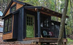 Little house with a main floor bedroom instead of a loft. moonshadow-tiny-house-at-blue-moon-rising-002