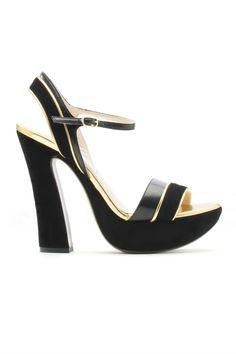 e077f535846 L Autre Chose black sandals.  lautrechose  fashion  70s  trend  sandals   plateau  shoes  womanfashion