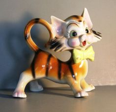 Adorable cat figure from Japan