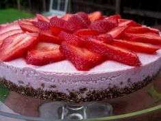 Berry-licious Strawberry Pie recipe from http://rawfoodrehab.ning.com/forum/topics/foodie-friday-berrylicious. Use Coconut Nectar instead of honey.