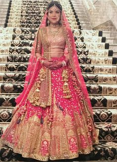 Get the new collection of lehenga chunni online. Enhance your beauty with the latest collection of lehenga choli, lehenga chunni designs, images online. Indian Wedding Fashion, Indian Bridal Outfits, Indian Bridal Wear, Pakistani Bridal, Indian Dresses, Indian Fashion, Punjabi Bride, Bridal Dresses, Indian Lehenga