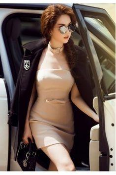 Đầm Ngọc Trinh ôm body kiểu cúp ngực nơ eo dây cổ cá tính