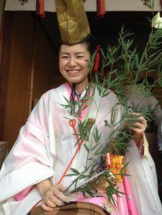 Imamiya Ebisu Shrine:  Happiness girl Visiting to pray for business prosperity - Osaka, Japan