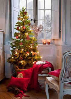 "This has a lovely vintage French feel to it.   Relish the very personal touch of the chair focused directly on the tree, peeking out onto a snowy winterscape.  From Textura Interior's Christmas catalogue, via the ""desde my ventana"" blog.  -- Eve."