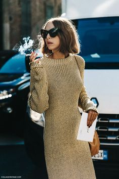 MFW-Milan_Fashion_Week-Spring_Summer_2016-Street_Style-Say_Cheese-Candela_Novembre-Knitted_Dress-Golden_Shoes-1