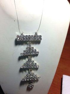 #collana in filo #plastica con #pendenti in #cristallo. Su www.oro18.eu #oro18 #bigiotteria #bijoux #jewelry