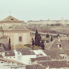 Nuestra imagen del fin de semana. El Castillo de los Condes con la iglesia de Ntra. Sra. del Rosario. Pronto sus fiestas. Queremos ver tu visita con la etiqueta #Chinchón
