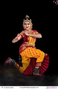 Dance Photography Poses, Dance Poses, Photography And Videography, Indian Photoshoot, Dancing Drawings, Indian Classical Dance, Dance Paintings, India Wedding, Beautiful Indian Actress