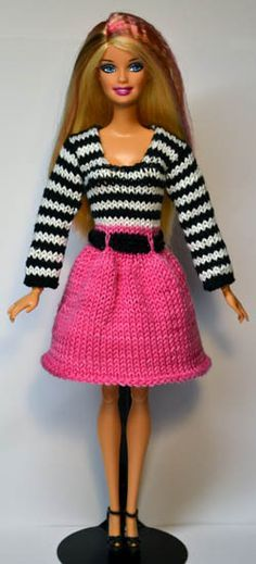Barbie Doll in knitted outfit - free patterns and great way to use odds and ends of yarn! Barbie Knitting Patterns, Knitting Dolls Clothes, Knitted Dolls, Knitting Toys, Free Knitting, Crochet Toys, Barbie Clothes Patterns, Crochet Barbie Clothes, Clothing Patterns