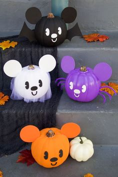 These Mickey-inspired pumpkins are the cutest Halloween decorations around. These Mickey-inspired pumpkins are the cutest Halloween decorations around. Disfarces Halloween, Halloween Mignon, Disney Halloween Parties, Disney Halloween Decorations, Halloween School Treats, Mickey Mouse Halloween, Adornos Halloween, Fairy Halloween Costumes, Halloween Party Supplies
