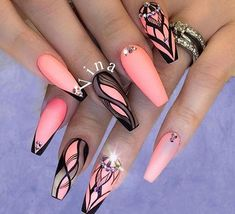 The advantage of the gel is that it allows you to enjoy your French manicure for a long time. There are four different ways to make a French manicure on gel nails. Hot Nails, Swag Nails, Pink Nails, Hair And Nails, Rave Nails, Beautiful Nail Designs, Cute Nail Designs, Acrylic Nail Designs, Gorgeous Nails