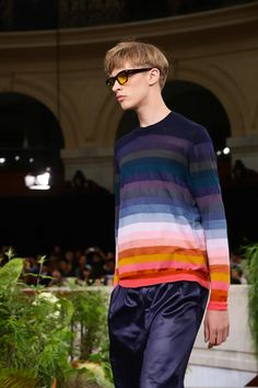 Discover NOWFASHION, the first real time fashion photography magazine to publish exclusive live fashion shows. Get to see the latest fashion runways in streaming! Live Fashion, Fashion Show, Runway Fashion, Latest Fashion, Spring Summer 2015, Paul Smith, Fashion Photography, Menswear, Paris
