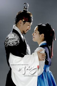 Yi San (Hangul: 이산; hanja: 李祘), also known as Lee San: The Wind of the Palace, is a 2007 South Korean historical drama, starring Lee Seo-jin and Han Ji-min] It aired onMBC from September 17, 2007 to June 16, 2008 on Mondays and Tuesdays 정조와 후궁 성송연의 러브 스토리
