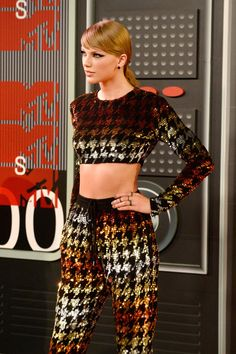 Lately Taylor Swift's been dressing in looks that are totally edgy. But even though she's bared skin in cutout jumpsuits and crop tops, Taylor's sexy outfits are also kind of genius. Her outfit for the MTV Video Music Awards, a luxe houndstooth
