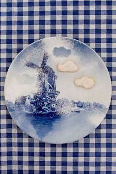 looks like cookies and pwd. sugar on  plate   (I think)  but the plate is lovely.