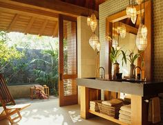 Asian inspired indoor/outdoor bathroom design with lantern pendant lights, and a stone bathtub outside. Tropical Bathroom, Outdoor Bathrooms, Asian Bathroom, Indoor Outdoor Bathroom, Outdoor Bathroom Design, Decor Interior Design, Zen Interiors, Interior Design, Bathroom Design