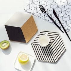コルク鍋敷き 食卓テーブルで使う、厚みのあるコルク素材の鍋敷きです。北欧インテリアに合うようデザインしております。