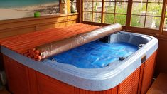 DIY HOT TUB COVER – doubledeckerdiy Disclosure: some of the links in this post are affiliate links and if you go through them to make a purchase I will earn a commission. Pallet Pergola, Diy Pergola, Pergola Ideas, Pergola Shade, Diy Deck, Hot Tub Deck, Hot Tub Backyard, Wedding Backyard, Backyard Pools