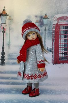 I have used tha yarn with the sequins. It is very gine but works beautifully. Knitting Dolls Clothes, Crochet Doll Clothes, Knitted Dolls, Girl Doll Clothes, Doll Clothes Patterns, Crochet Dolls, Barbie Clothes, Girl Dolls, Baby Dolls