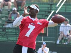 QB Michael Vick can do almost anything!!