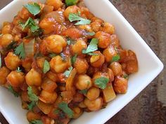 All you need is 30 minutes and a few ingredients to make these incredibly flavorful and filling curried chickpeas. Step by step photos.