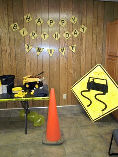 I want to share the party that I did for my son Tripp's 2nd birthday. A Construction party!     Under Construction Invitation  I like to st...