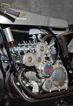 8 gears, 14,000 rpm, just 20 horses - Ducati 125