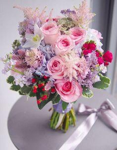 Bride Bouquets, Floral Bouquets, Beautiful Flower Arrangements, Floral Arrangements, Bridal Flowers, Beautiful Flowers, Image Nature Fleurs, Hand Bouquet, Deco Floral