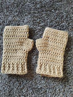 Ravelry: Simplicity Fingerless Gloves pattern by Jo's Crafty Hook
