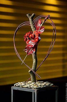 Stick heart to fall um love Ikebana Arrangements, Unique Flower Arrangements, Ikebana Flower Arrangement, Unique Flowers, Art Floral, Deco Floral, Floral Design, Flower Frame, Flower Art
