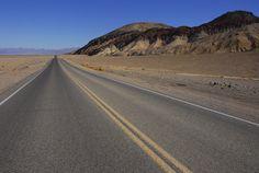 Sábado 16 de agosto El calor se iba haciendo más intenso e insoportable a medida que nos acercábamos al Death Valley. Con sus 7700 kilómetros cuadrados de extensión (igual que la provincia de Barce...
