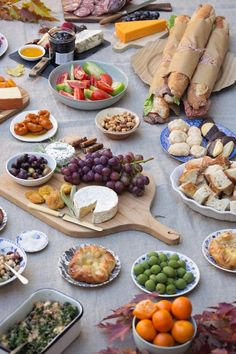 Fall Picnic Sunday Supper Table and Dish TableandDish - Delivery Food - Ideas of Delivery Food - Fall Picnic Sunday Supper Table and Dish TableandDish Fall Picnic, Picnic Date, Picnic Dinner, Comida Picnic, Sunday Suppers, Sunday Brunch, Snacks Für Party, Catering, Food Photography
