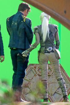 Is she reaching for his butt or his gun? Jaylah - Star Trek Beyond Star Trek 2009, Film Star Trek, Star Trek 1, Star Trek Movies, Star Trek Beyond, Science Fiction, Sofia Boutella, Star Trek Captains, Star Trek Images