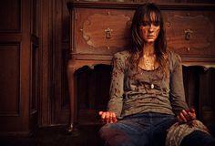 """O suspense """"You're Next"""" ganha um novo trailer e imagens http://cinemabh.com/trailers/o-suspense-youre-next-ganha-um-novo-trailer-e-imagens"""