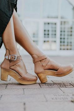 Shop our cute spring shoes including mules, flats, booties, clogs, & tennis shoes. ROOLEE shoes will help complete your Easter outfit! Women's Shoes, Cute Shoes, Me Too Shoes, Shoe Boots, Footwear Shoes, Crazy Shoes, Clogs Outfit, Leather Clogs, Espadrilles