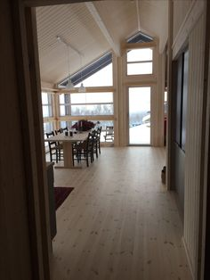 Ålhytte på Leveldåsen, Ål, Norway Home Pictures, Cabins In The Woods, Woodworking Tools, Alter, Modern Architecture, Tiny House, Beach House, Hardwood Floors, Dining Room