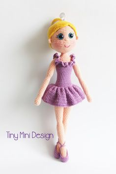 Free Crochet Amigurumi Ballerina Doll Turkish and English Pattern (scroll Down)English pattern at the bottom of page. I hope you have enjoyed this beautiful crochet, the free pattern is HERE so you can make a beautiful crochet.Free pattern, not Engli Doll Amigurumi Free Pattern, Crochet Amigurumi Free Patterns, Crochet Doll Pattern, Amigurumi Doll, Crochet Toys, Crochet Mignon, Ballerina Doll, Cute Crochet, Crochet Saco