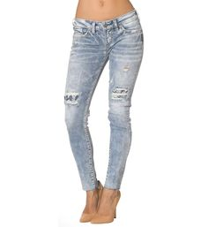 Aiko skinny jeans in a light wash.  Can't wait to wear these all summer #IndigoSummer #silverjeans