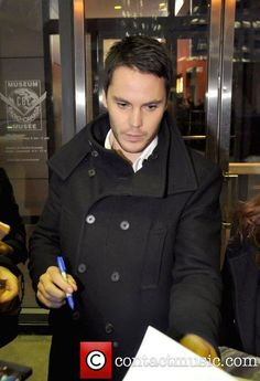 Taylor Kitsch signing autographs at CBC's 'George Stroumboulopoulos ...