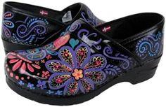 OMG! beautiful hand-painted clogs, I love 'em!